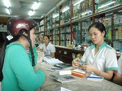 Khi nhận thuốc, hãy hỏi nhân viên bán thuốc về những chỉ dẫn khó hiểu trên nhãn thuốc.