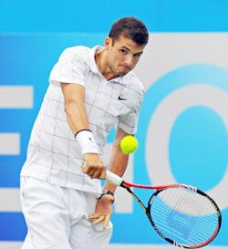 Grigor Dimitrov sở hữu cú trái tay sử dụng một tay tương tự như Federer