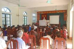 Trưởng xóm và y tế thôn bản xã Sủ Ngòi (TP Hòa Bình) tham gia lớp tập huấn do trung tâm NS&VSMT tổ chức