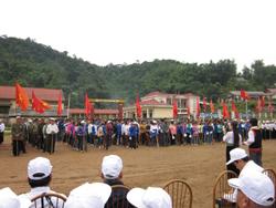 Hơn 1000 người dân 5 xã vùng cao huyêẹ Tân Lạc đã tham dự và hưởng ứng lễ mít tinh