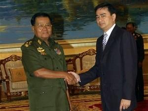 Thống tướng Than Shwe và Thủ tướng Thái Lan Abhisit Vejjajiva.