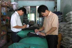 Chi cục BVTV tỉnh phối hợp thực hiện thanh, kiểm tra các cửa hàng VTNN trên địa bản tỉnh.