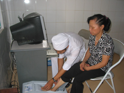 Máy đo độ loãng xương được Bệnh viên đa khoa TP Hòa Bình đưa vào ứng dụng thành công