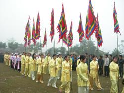 Lễ hội Khai Hạ Mường Bi (huyện Tân Lạc) đã được duy trì nhiều năm nay đáp ứng việc nâng cao đời sống tinh thần cho người dân trong vùng