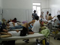 Bệnh nhân sốt xuất huyết đang điều trị tại Bệnh viện Đà Nẵng