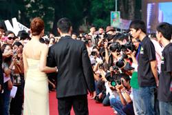 Ngô Thanh Vân và Johnny Trí Nguyễn là tâm điểm của các tay máy