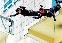 Lực lượng SWAT của Hàn Quốc diễn tập chống khủng bố nhằm bảo đảm an ninh cho Hội nghị thượng đỉnh G-20 sắp tới