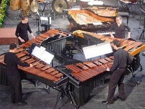 Tứ tấu Tambuco biểu diễn nhạc cụ gõ.