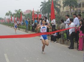 VĐV Trần Văn Minh (đoàn Phương Lâm) giành giải nhất  nội dung nam chính 4km.