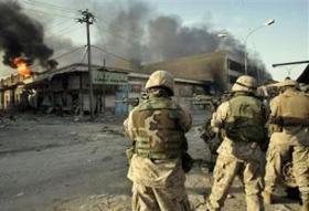 Thường dân Iraq bị thương trong chiến tranh.