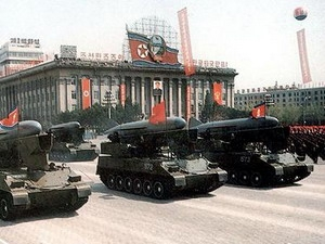 Quân đội Triều Tiên diễu binh.