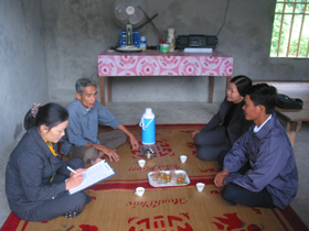 Hộ nghèo xã Cao Răm (huyện Lương Sơn) được hỗ trợ xây dựng nhà Đại đoàn kết từ quỹ Ngày vì người nghèo của huyện.