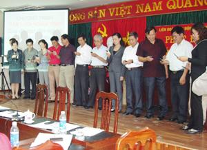 """Lãnh đạo và cán bộ CNVC - LĐ LĐLĐ tỉnh đồng loạt gửi tin nhắn ủng hộ chương trình """" Tấm lưới tình nghĩa""""."""