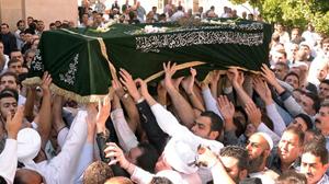 Saria Hassou, con trai của người đứng đầu dòng Sunni ở Syria, đã bị bắn chết và đưa đi chôn ở thành phố Aleppo ngày 3-10-2011 - Ảnh: AFP