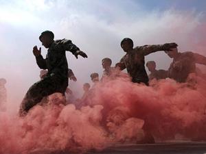 Binh lính Afghanistan tuần hành tronglễ tốt nghiệp tại một trung tâm huấn luyện quân sự ở Kabul. (Ảnh: AFP)