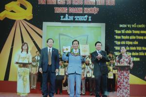 Ông Phạm Ngọc Chuyển, Chủ tịch HĐQT, Giám đốc Công ty CP gạch ngói Quỳnh Lâm trong buổi lễ tôn vinh 100 tổ chức Đảng tiêu biểu trong DN tại Hà Nội.