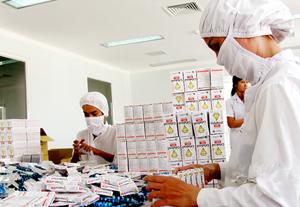 Sản xuất thuốc tại một nhà máy ở Bình Dương. Ảnh: Tg.Lâm