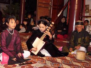 Một buổi trình diễn Không gian Hát cửa đình của Giáo phường Ca trù Thăng Long - Hà Nội.