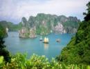 Vịnh Hạ Long là một kỳ quan thiên nhiên thế giới thu hút nhiều du khách quốc tế. Ảnh: Khánh Nguyên