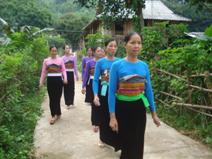 """Thực hiện CVĐ """"Toàn dân ĐKXDĐSVH"""", xã Mai Hạ (Mai Châu) đã huy động nguồn lực nhân dân xây dựng CSHT, thiết chế văn hóa và giữ gìn bản sắc văn hóa truyền thống tốt đẹp."""