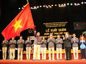 Trưởng Đoàn thể thao Việt Nam tham dự SEA Games 26 Lâm Quang Thành nhận nhiệm vụ tại lễ xuất quân. (Ảnh: Ngọc Trường/TTXVN)