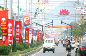 Thành phố Hòa Bình rực rỡ cờ hoa đón trào Lễ kỷ niệm 125 năm thành lập tỉnh.