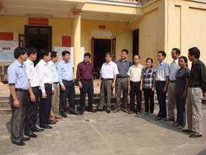 Đoàn công tác của Tỉnh ủy gặp gỡ, trao đổi kinh nghiệm triển khai thực hiện Chỉ thị số 03 của Bộ Chính trị tại Đảng bộ xã Lâm Sơn (Lương Sơn).