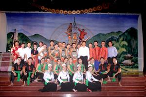 Đoàn nghệ thuật các dân tộc Hòa Bình đã đạt được những thành công trong hoạt động biểu diễn; đã đoạt 1 huy chương vàng, 2 huy chương bạc tại liên hoan ca múa nhạc chuyên nghiệp toàn quốc