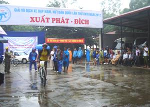 VĐV Bùi Thị Quỳnh - Hòa Bình, xuất phát ở nội dung 5 km tính giờ.
