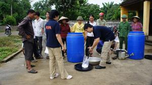 Tổ chức WSPA chuyển giao kỹ thuật chế biến rơm rạ thành thức ăn gia súc tại xã Phú Lai (Yên Thủy).