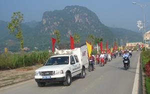 Diễu hành hưởng ứng ngày thị giác thế giới trên địa bàn thành phố Hòa Bình.