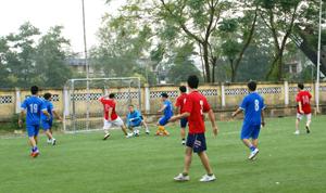 Trận đấu diễn ra sôi nổi trên tinh thần đoàn kết, giao lưu, học hỏi giữa tuổi trẻ 2 đơn vị.