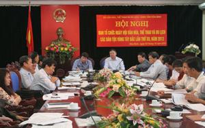 Các đồng chí: Trần Đăng Ninh, Phó Chủ tịch UBND tỉnh, Phó trưởng BCĐ, Trưởng BTC Ngày hội; Hoàng Đức Hậu, Vụ trưởng Vụ Văn hoá Dân tộc (Bộ VH-TT&DL), Phó trưởng BTC chủ trì hội nghị.