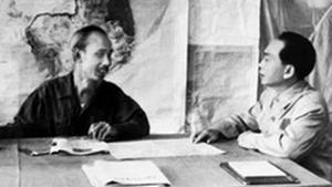 Chủ tịch Hồ Chí Minh và Đại tướng Tổng tư lệnh Võ Nguyên Giáp (Ảnh: TTXVN)