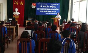 Đại diện lãnh đạo Hội VHNT tỉnh phát biểu tại buổi lễ.