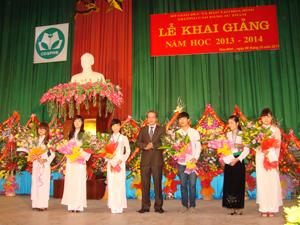 Trường CĐSP Hoà Bình khai giảng năm học mới 2013-2014
