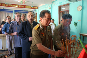 42 hội viên đại diện cho 650 hội viên câu lạc bộ hưu trí thắp hương Đại tướng Võ Nguyên Giáp