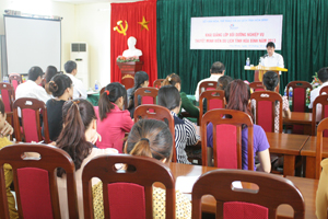 Lãnh đạo Sở VH-TT&DL phát biểu khai giảng lớp tập huấn.