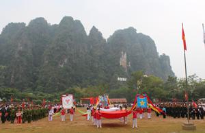 Màn biểu diễn biểu dương lực lượng tại Lễ khai mạc đại hội TDTT huyện Tân Lạc lần thứ V.