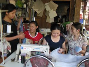 HTX thổ cẩm xã Chiềng Châu (Mai Châu) tạo việc làm với thu nhập ổn định cho nhiều chị em địa phương.