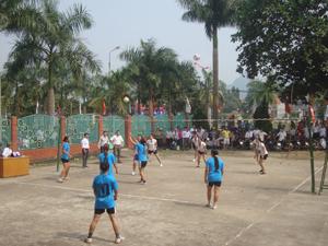 Hầu hết các xã, thị trấn đều thành lập được CLB bóng chuyền Ảnh: Giải bóng chuyền vô địch huyện Yên Thuỷ năm 2013.