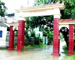 Năm 2013, huyện Cao Phong có 104/124 khu dân cư văn hoá, đạt tỷ lệ 83,9%. Ảnh cổng làng văn hóa khu 7, thị trấn Cao Phong.