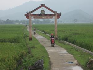 """Từ CVĐ """"toàn dân đoàn kết xây dựng đời sống văn hóa"""", năm 2013 huyện Kim Bôi dự kiến có từ 60-65% làng, bản, KDC đạt tiêu chuẩn văn hóa."""