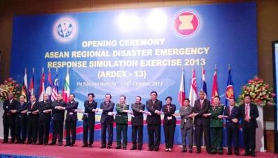 Các đại biểu của các nước ASEAN tại lễ khai mạc ARDEX-13 tại Hà Nội sáng 21-10 (ảnh:VT)