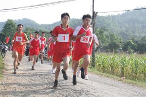 Các VĐV tranh tài ở nội dung nam nâng cao (6km).