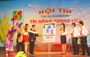 Tiết mục thể hiện tài năng của đội Phòng giao dịch Phương Lâm (TP Hòa Bình).