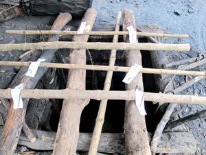 Lực lượng chức năng niêm phong miệng lò than số 3 chờ điều tra nguyên nhân vụ cháy nổ.