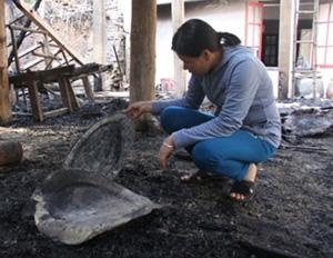 Mâm đồng bị ngọn lửa làm biến dạng.