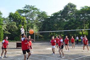 Các hội viên NCT tham gia thi đấu tại giải bóng chuyền NCT huyện Cao Phong.