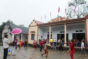 CLB bóng chuyền hơi xóm Đồng Tiến, xã Tân Vinh hoạt động thường xuyên và ngày càng thu hút được nhiều thành viên tham gia.